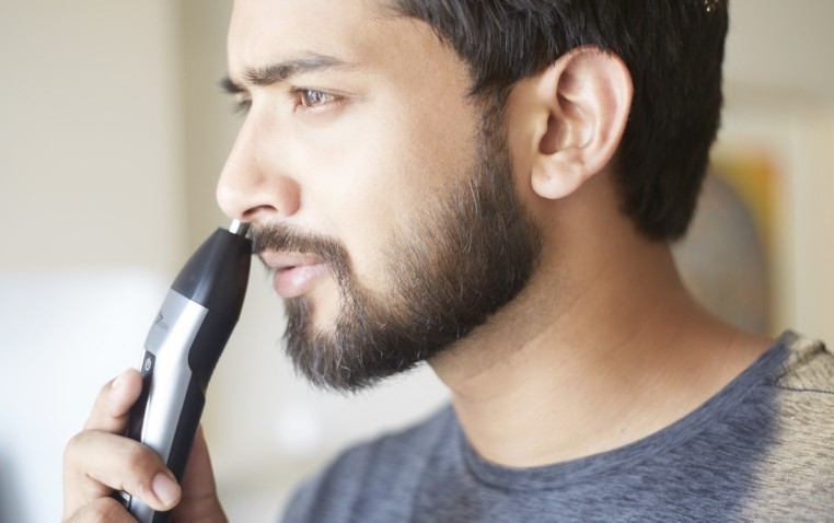 Trimming nasal hair: How to operate a nose hair trimmer?
